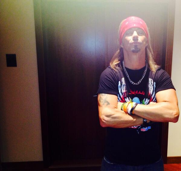 @bretmichaels is Oprah's new head of security! http://t.co/V3KOWeiav9