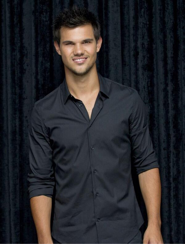 Happy Taylor Tuesday! #TaylorLautner http://t.co/b9CEUYk6XI