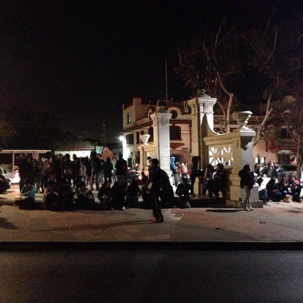 Gente evacua en la serena http://t.co/ovh74mUGu4