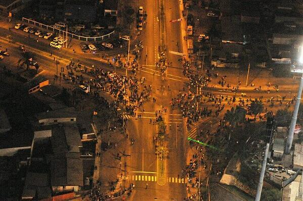 Evacuation in progress after tsunami warning in Iquique, Chile. http://t.co/dbKvWKaMvr