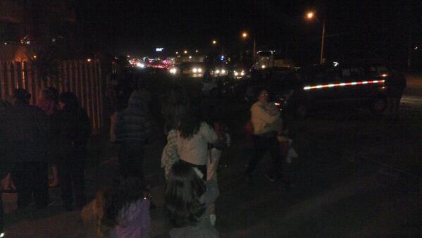 #Chile RT @CristhianAcori Con mi vecinos ya en zona de seguridad #Antofagasta http://t.co/nUT8DIMUbx