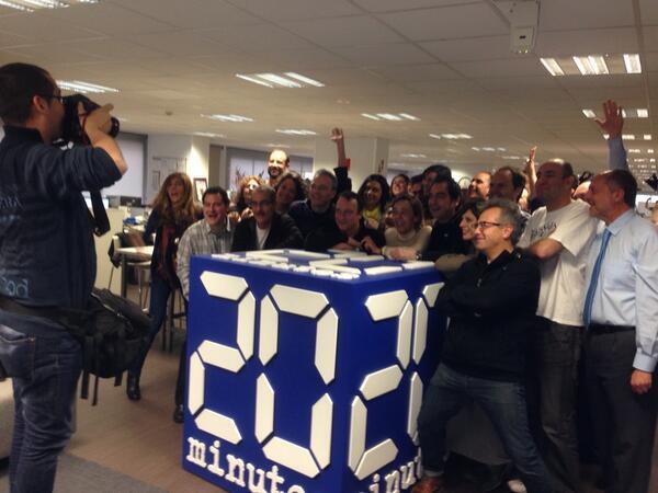 Revolución en la redacción de @20m con la llegada de @HombresG fotoooooooo!!!! xDDDDD http://t.co/uO6lEoJn5s