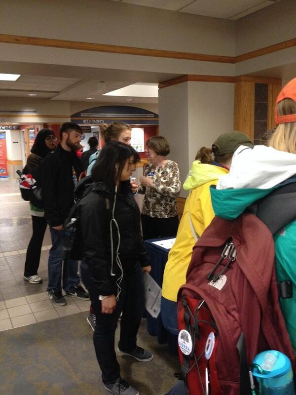 There's a line for the free vegetarian food at the #SUAvegEvent in the Union! http://t.co/4i0glHCdTv