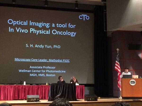 Dr. Andy Yun discussing the use of optical imaging as a tool #PhysOnc http://t.co/KotW0ueMQV