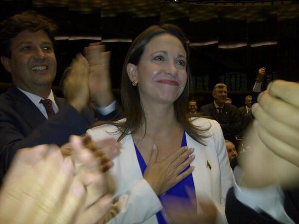 """""""@ajcoronelroche: """": María Corina aclamada y aplaudida en  la Cámara de Diputados del Congreso de Brasil http://t.co/s6U9A4Bi0Y #2A"""""""""""