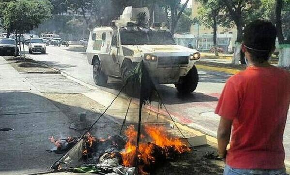 """""""@elimpulsocom: GNB quemó carpa que estudiantes armaron frente a Fiscalía en la Lara  - http://t.co/QfeV6jpiXU   http://t.co/L1vd7ARS4x"""""""