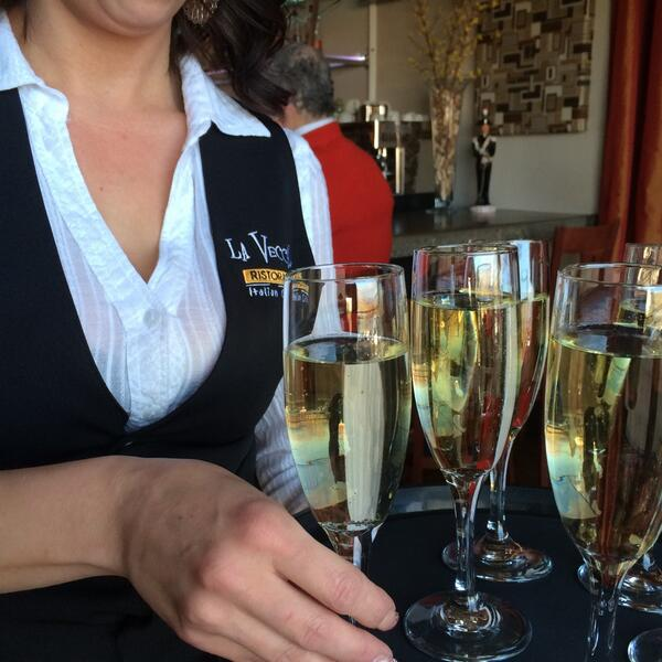 Prosecco starts our first course tonight. http://t.co/cxFHx6Vso3