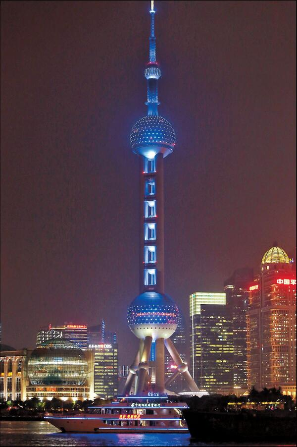 Shanghai's iconic Oriental Pearl TV Tower turned blue to mark the World Autism Awareness Day. http://t.co/Ez0p1SyZGu http://t.co/bAptD2VaLu