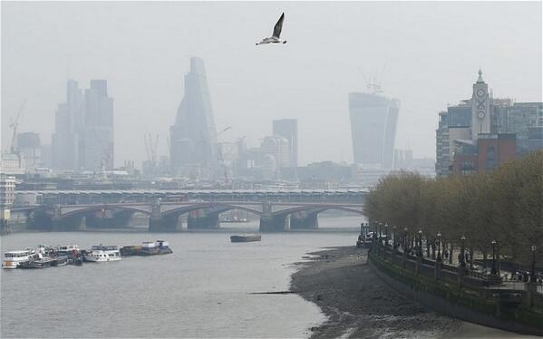 Air pollution in London hits max level on gov't scale. http://t.co/bLSGACFWhh http://t.co/ow9PRvgbw3