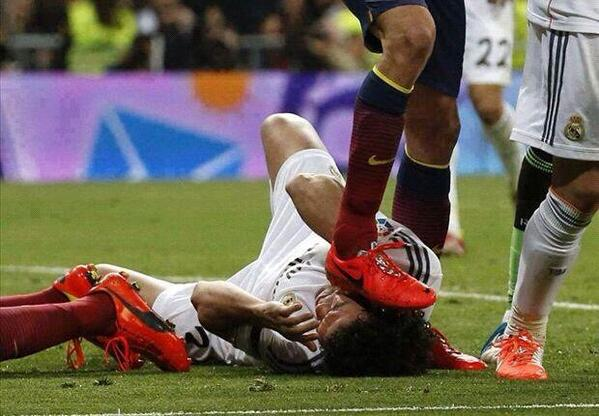 Pepe calls Sergio Busquets a liar after stamping on his head & denying it in El Clasico