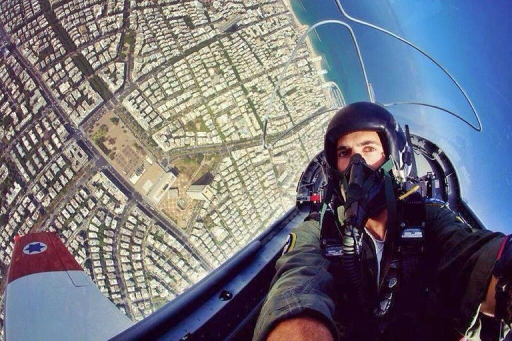 RT @AntonyLoveless: A cracking #CockpitSelfie by this fighter pilot from Israel's IDF, taken over Tel Aviv. http://t.co/IseGhwjMYZ