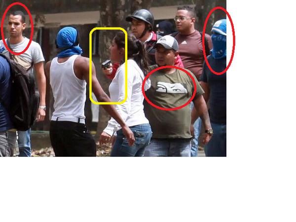 @JuanRequesens vea esta foto, tienen armas http://t.co/dIDHJC53ZK