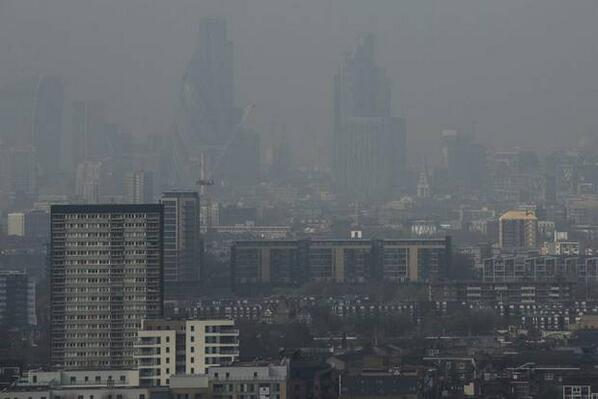 Worse than Beijing? Sahara sand creating choking fog in London: http://t.co/RsdzHDU7Xr #PerfectFridaySickieExcuse http://t.co/5kdMOtZFcL