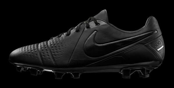 Beautiful! Nike launch limited edition blacked out CTR360 boots [Pictures]