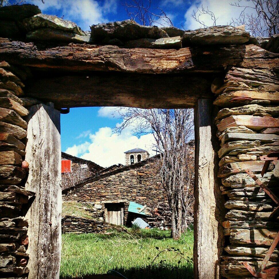 Este fin de semana abre la puerta y sal de casa. Visita los #pueblosnegros en #GuadalajaraSpain Te esperamos... http://t.co/NcKBj1NDiq'