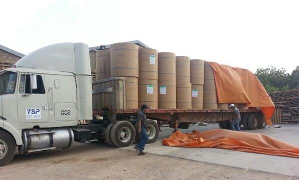 GNB decomisó equipos a periodista colombiano que acompañaba caravana con papel a Venezuela - http://t.co/yNsVpfpcQr | http://t.co/0MLTR90lbB