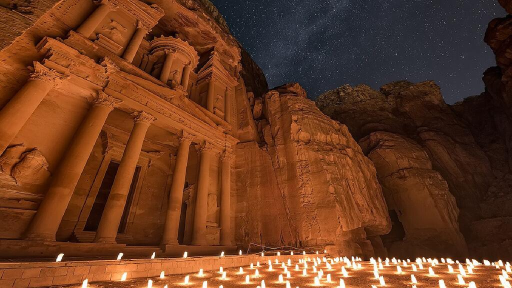 """RT @EpicCosmos: Our #MilkyWay above the ancient city of Petra in Jordan. https://t.co/GLfssw57im http://t.co/GWGZQZe1sq"" just WOW"