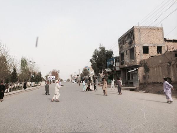 Ghost town. Kandahar's main streets are empty enough to play cricket. #Afghanelections http://t.co/qfE50KaYkJ
