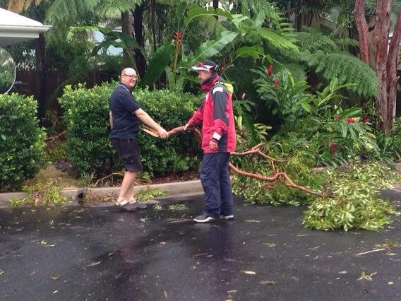 Murray Worthington, Oaks Lagoon manager, starts the cleanup in Pt Douglas. So far no real damage. @abcnews #TCIta http://t.co/CfkjmhsXoN
