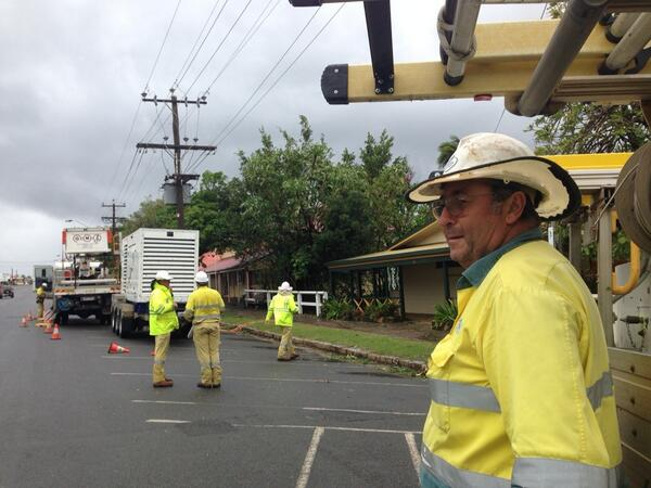 Help is here! @ErgonEnergy #cooktown #TCita @ABCFarNorth @abcnews http://t.co/LxD0GAxjpY