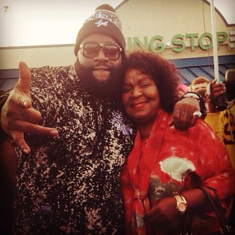 Big congratulations to @RickyRozay on his 25th @Wingstop restaurant store! http://t.co/sfFAQQtRGu