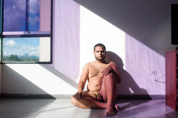 #MejorDesnudoQue con la cabeza abajo #DesnudosConLaUCV http://t.co/fG0wugLqzt