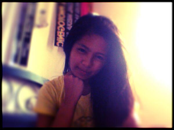 """Ang ginagawa ng mga taong Bored!  """"SELFIE"""" #webcamtoy http://t.co/SU7pAEoh5y"""