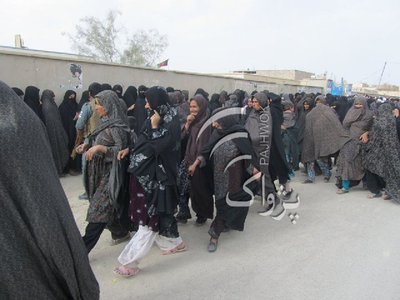 #Women discouraged by long lines and hours of waiting leave the polling station in #Nimroz province #AFG #AfghansVote http://t.co/Ip0s7yxJ15