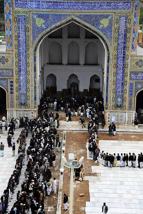 Long voter queues in Herat grand mosque #Afghan http://t.co/FIoc3tGpAO