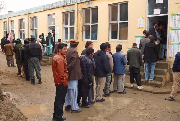 Impressed by the serene atmosphere of people standing quietly in line to vote in #AfghanElections http://t.co/cuVSHk7Tms