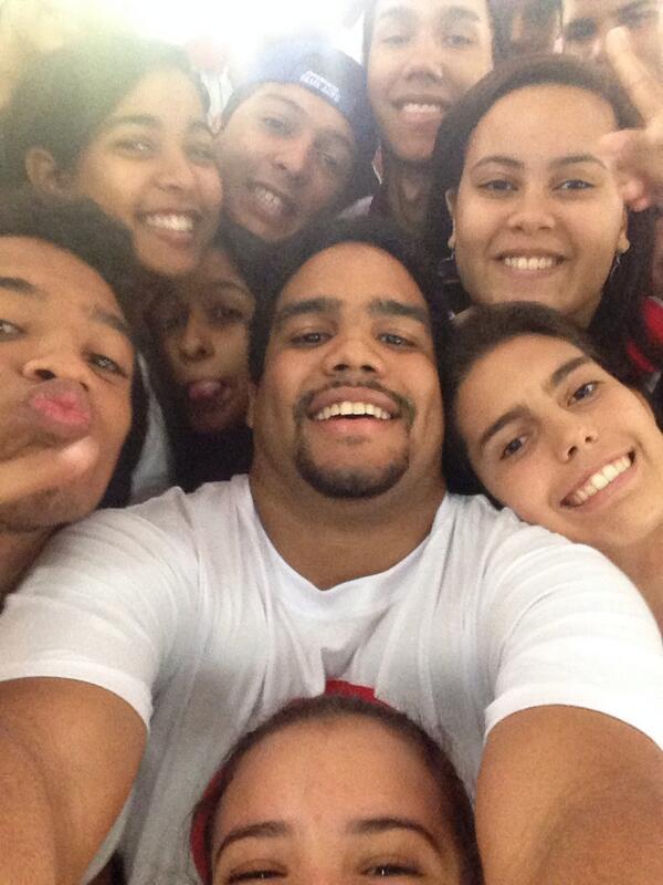 #yaoaminutetowinit #serafindeasis #selfie http://t.co/dnFLr2q0HP