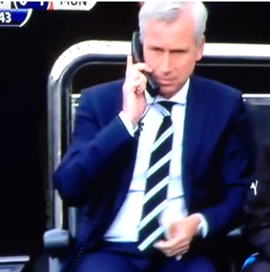 Alan Pardew and assistant use old fashioned bench telephones in comic fashion v Man United [Vine]