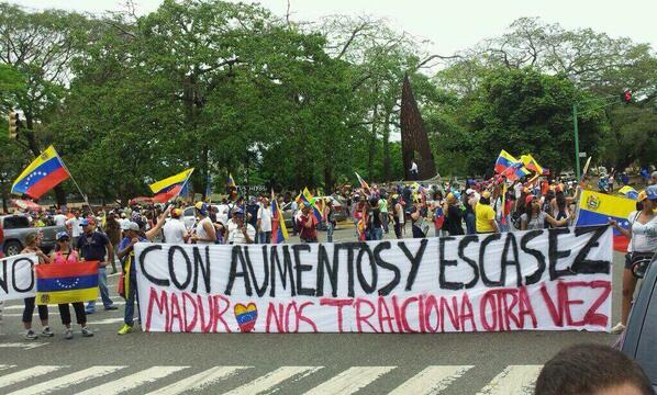 Av Cedeño de Valencia #5A #venezuela http://t.co/7pT4InXQi0