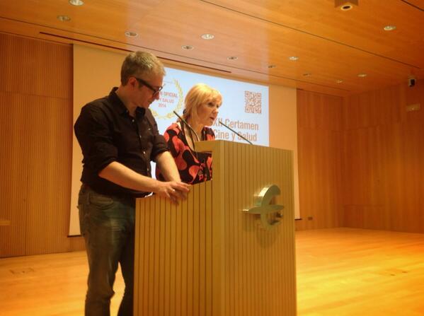 Emociones en #Cineysalud2014 18 proyecciones y 300 jóvenes @ElisaFerrer1 y @carlosgurpegui  http://t.co/wTu8Bez6Az http://t.co/OYR3nZsKJi
