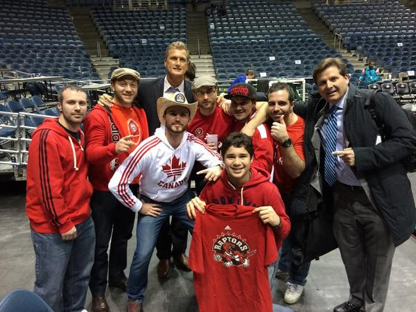 How about these @Raptors fans coming all the way from TO!!! @Matt__Devlin http://t.co/SdnKgUKvnT