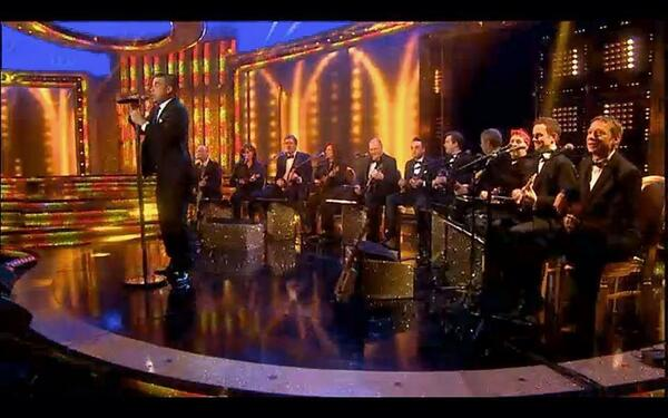 One more snap of Robbie Williams and the Ukulele Orchestra of Great Britain last night http://t.co/xB9nVMexVw