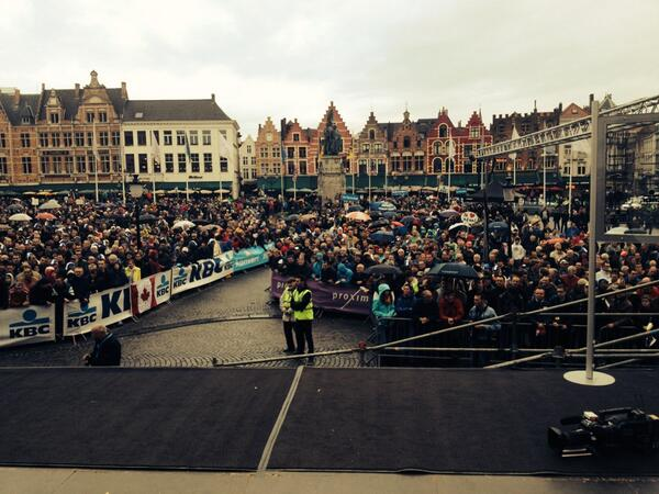 #rvv #sporza veel volk maar regen aan de start in Brugge http://t.co/UksvWgn3Ra