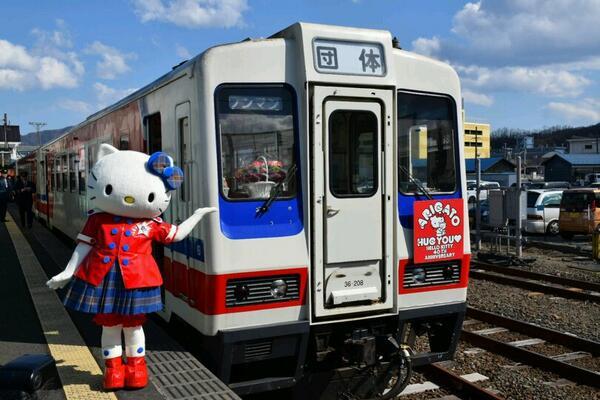 祝!三陸鉄道北リアス線全線運行再開!!こちらがキティちゃん列車です! pic.twitter.com/qbg8qRssDo