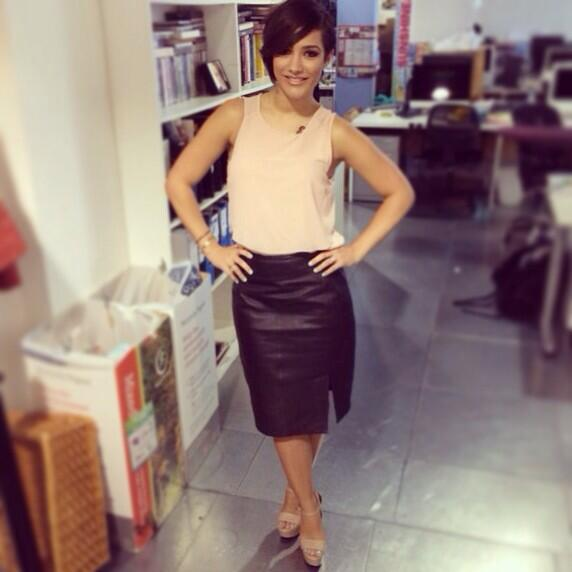 Missed my @TheSaturdays whilst I was in LA. @FrankieTheSats in a @Topshop top and @REISS leather skirt +@Kurt_Geiger http://t.co/tlvSX1za2n