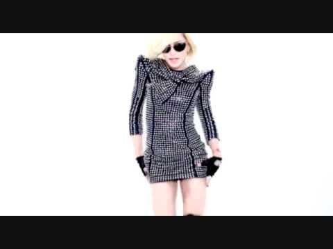 #madonna Celebration  - Madonna video official of the album Celebration http://t.co/uD1wmIv4Aj http://t.co/ei1hUY9wBC