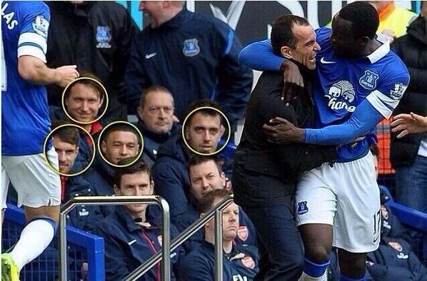 WTF! The Arsenal bench enjoyed Romelu Lukakus celebration with Everton boss Roberto Martinez [Picture]
