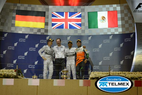 Uno de los momentos más emotivos del #GPBahrain: ver a la bandera mexicana en el podio gracias a @SChecoPerez. http://t.co/07TZyo28mT