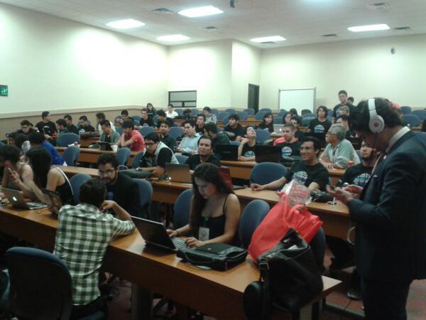 A punto de iniciar las presentaciones en el @H4BC_Mex @creaciontecgdl #Hackathon #GDL http://t.co/6d8KbFlEtk