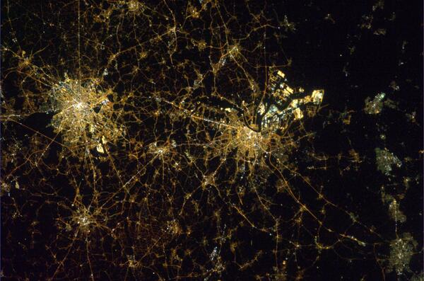 Night view of Brussels and Antwerp, Belgium from the ISS. pic.twitter.com/DqATUOHcMC