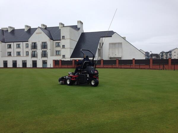 Cutting greens this morning at Carnoustie, this is a very special place feel very privileged to be here http://t.co/IsGkNiYlSx