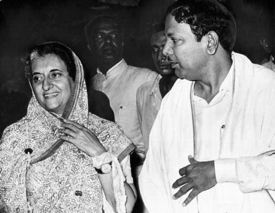 "Shilpa⚡️ on Twitter: ""Will Kalaignar & Gandhis get together again?  #TamilNadu CM Karunanidhi & PM Indira Gandhi 1969 http://t.co/WlsVQX4WHZ  via @IndiaHistorypic"""