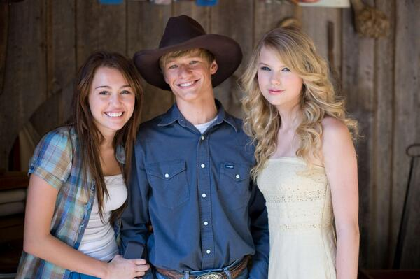 Taylor, Miley Cyrus and Lucas Till. Promotional photos for the Hannah Montana Movie http://t.co/oHiXNEWnk6