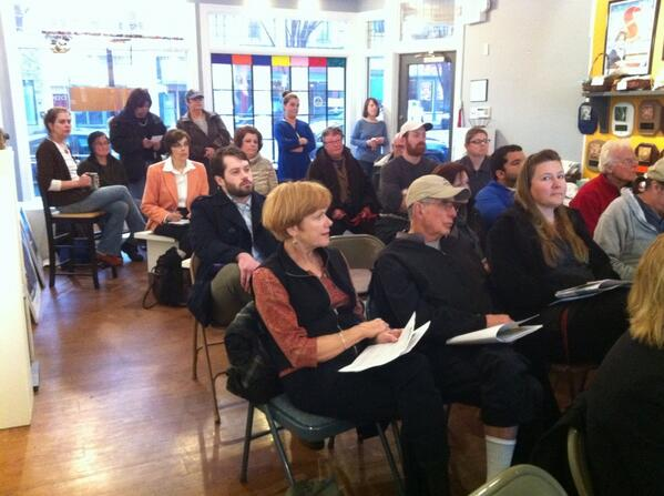 It's standing room only @ Q & A on old Fecera's plan. @MercuryX http://t.co/WLWA7vUx1u
