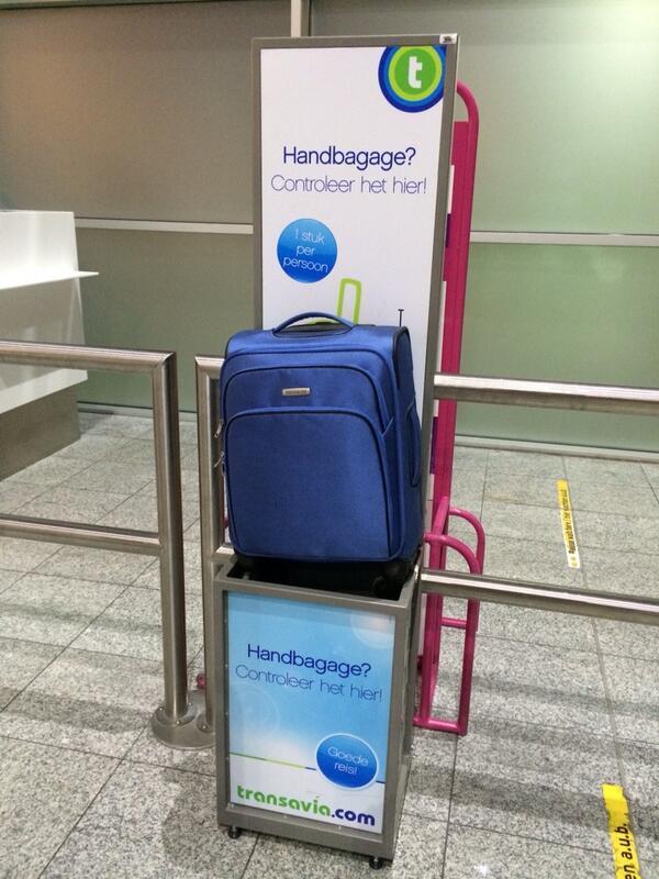 Daan Melis On Twitter Grap Van Transavia Nieuw Formaat Handbagage Welke Oetlul Heeft Dat Bedacht Iedereen Een Nieuwe Koffer Kopen