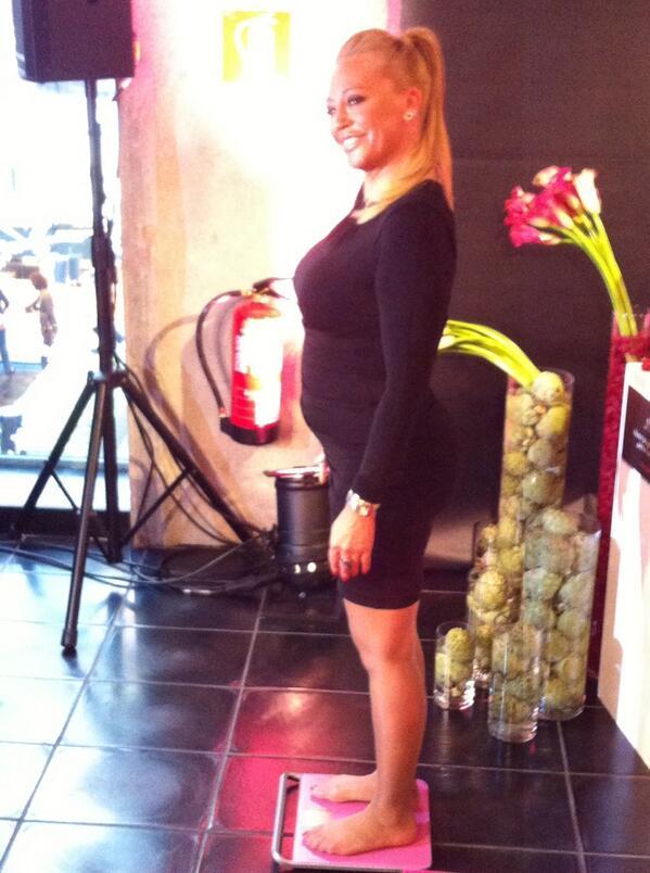 "Belén Esteban در توییتر ""En la presentacion de mi nueva dieta para  adelgazar de BIOCYTE KETOlYSIS he pesado 67,3kg me comprometo ha bajar 9kg  http://t.co/Qypp0jemfO"""